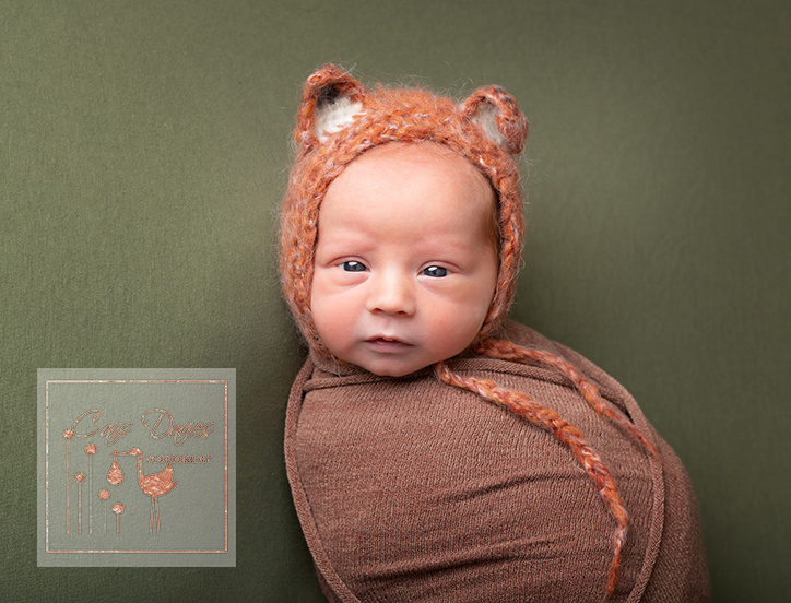 baby fox, maternity, photoshoot, pregnancy, newborn photographer, Chester, Cheshire, Flintshire, older mum, transverse