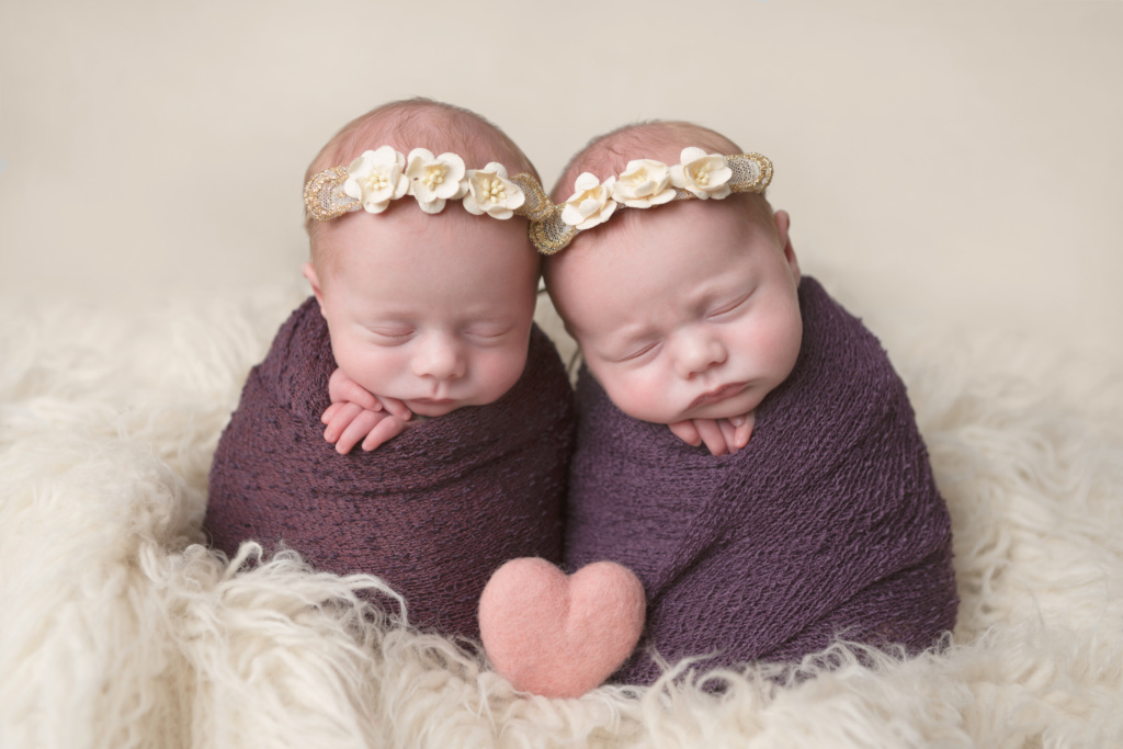 twin mum, twin newborn photos, twin girls, family photo sessions